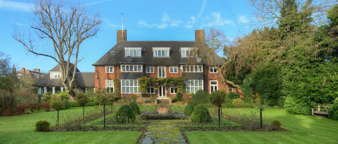 £10 mansion