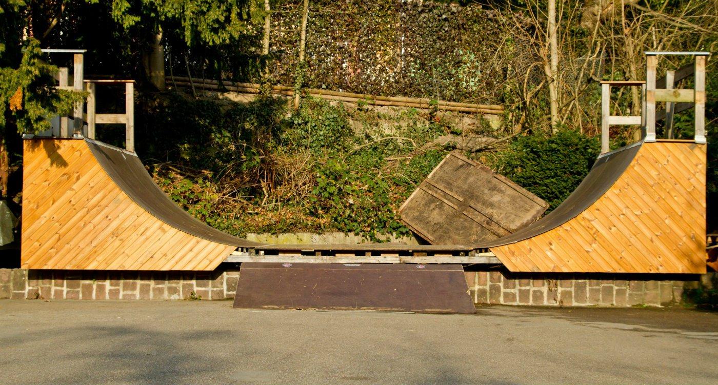 Jiner carpenter landscape designer Build a Skateboard Halfpipe in Your Garden.jpg