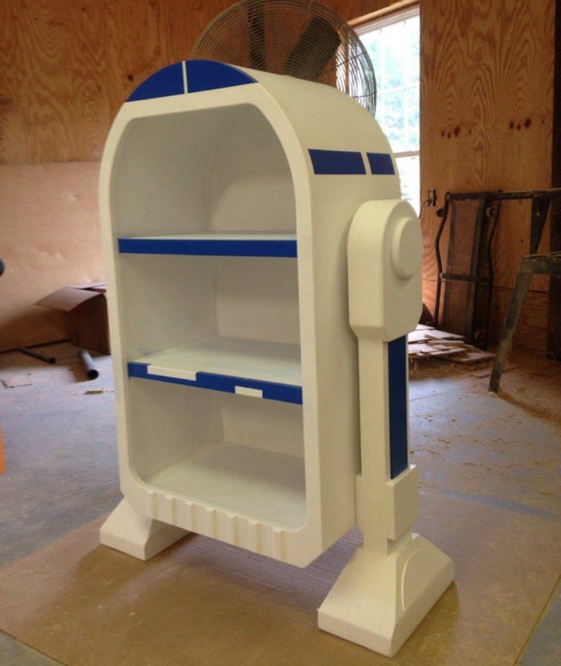 WoodCurve R2D2 shelf.jpg