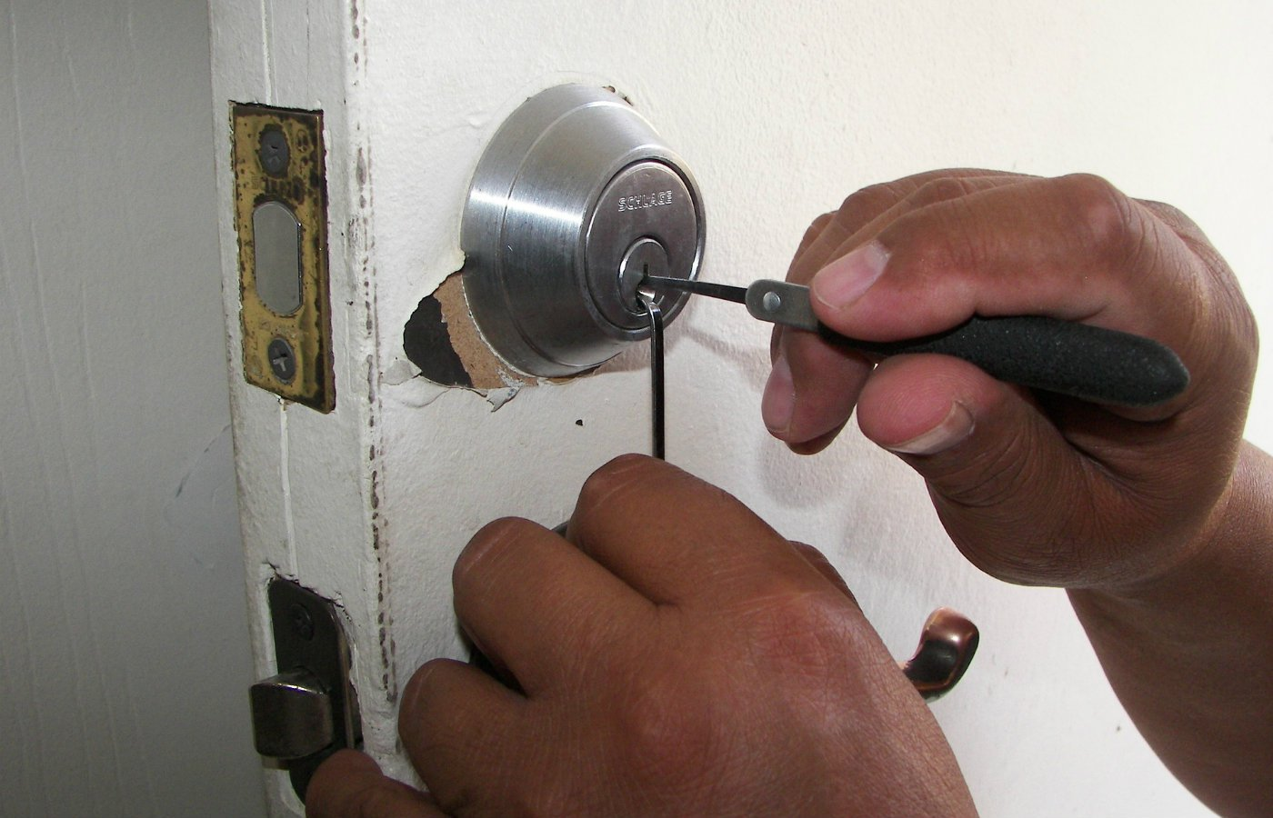 can a tenant hire a locksmith rights .jpg