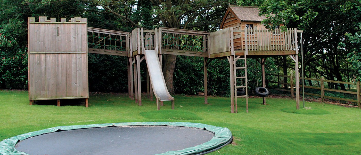 Garden treehouse ideas for Treehouse kits do it yourself